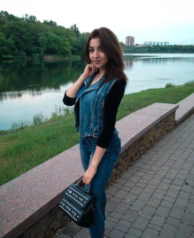 krasivie-devushki-ust-donetska-foto-zrelie-tozhe-hotyat-seksa