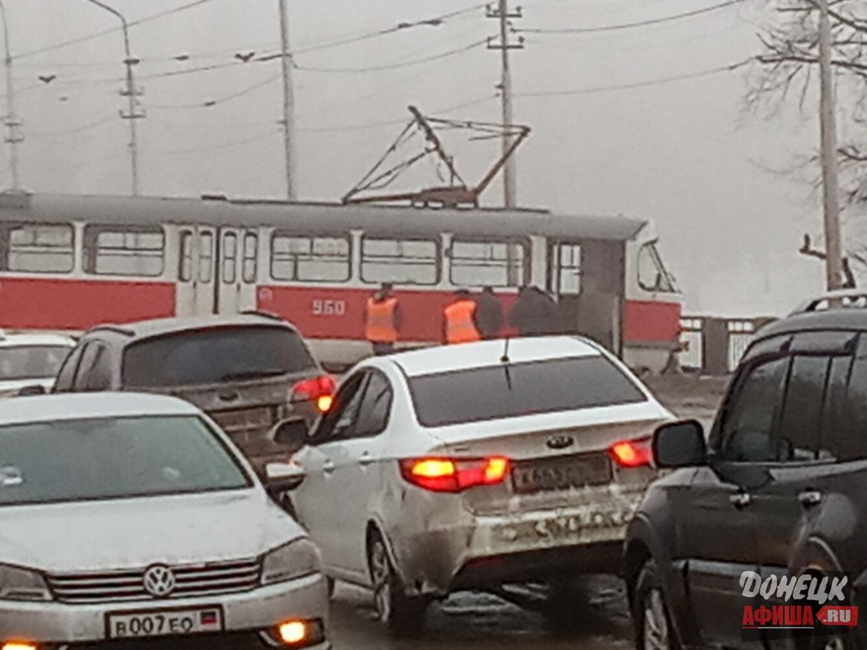 Трамвай сошел с рельс Донецк (2)