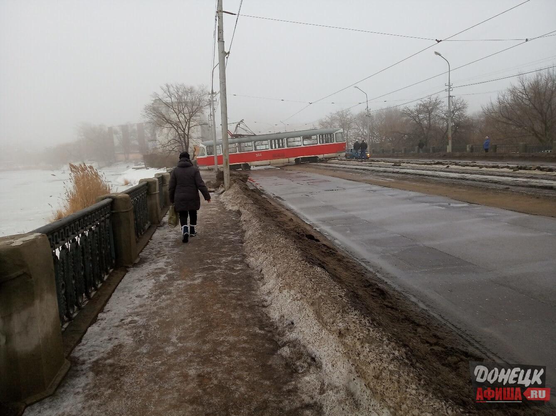 Трамвай сошел с рельс Донецк (3)