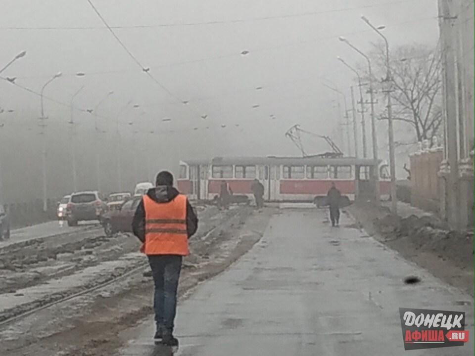 Трамвай сошел с рельс Донецк (4)