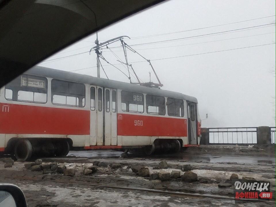Трамвай сошел с рельс Донецк (5)