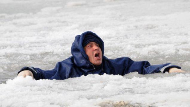 Мужчина на льду