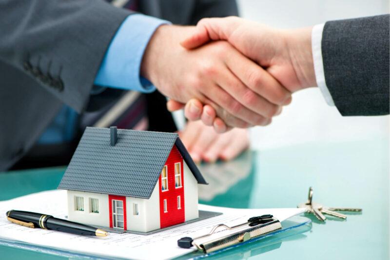 В каких случаях местные администрации ДНР могут забрать в коммунальную собственность квартиру, дом или землю?